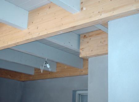 Machinale houtbewerking van een balklaag van een veranda